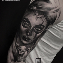 Tatuaje hombro catrina blackwork Logia Barcelona Jas