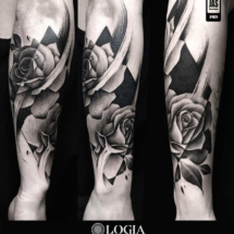 Tatuaje brazo rosas logia barcelona jas