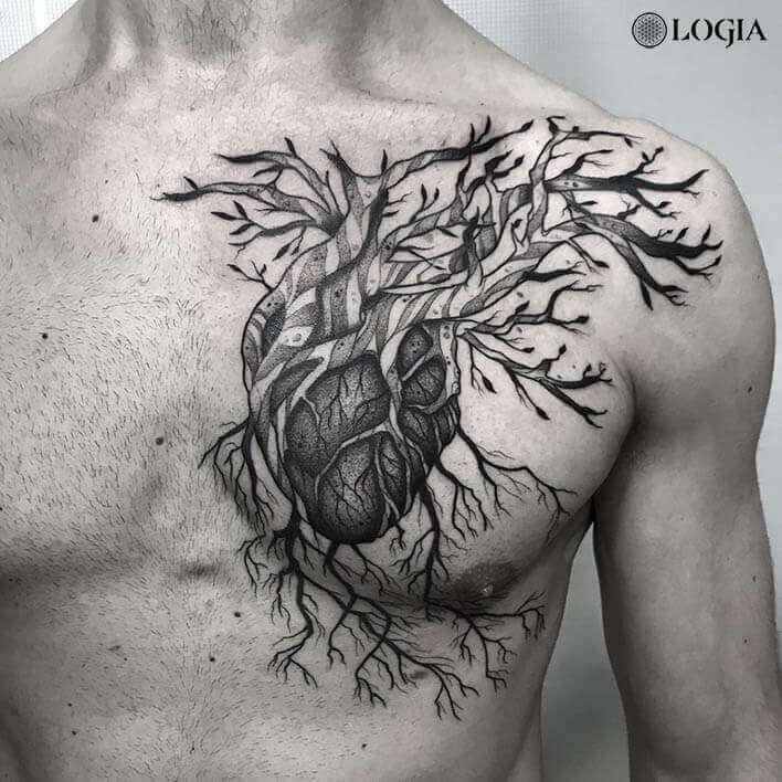 tatuaje cerca del corazon Pepo Logia Barcelona