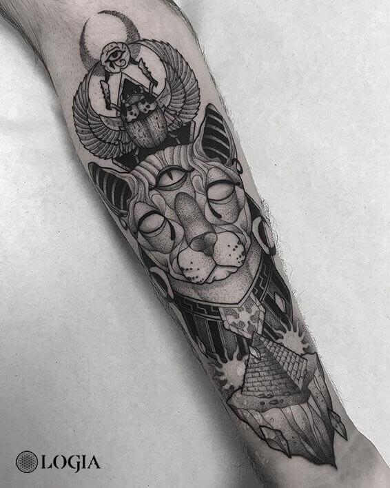 tatuaje gato mistico brazo Logia Barcelona Pepo