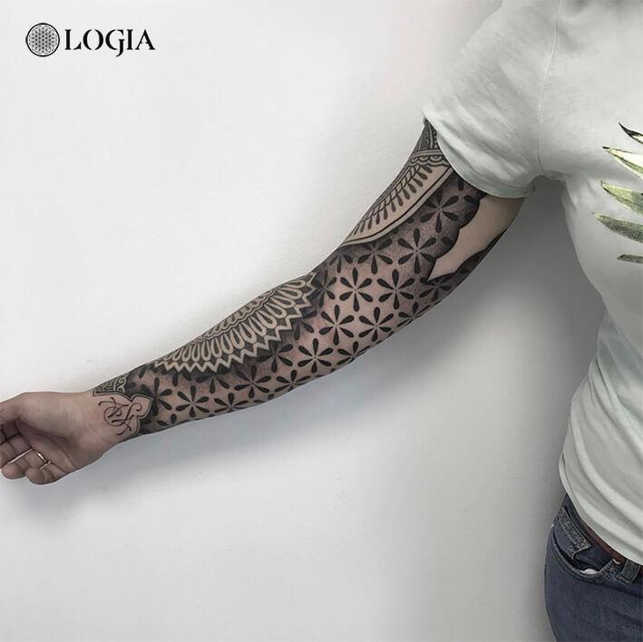 tatuajes geometria mandala brazo logia barcelona willian spinola