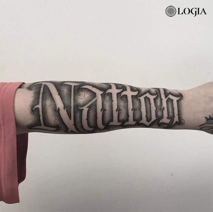 tatuajes lettering brazo logia barcelona willian spinola