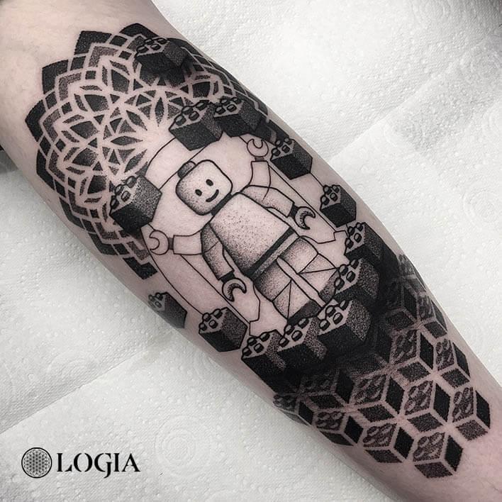 tatuaje antebrazo lego logia barcelona dylan sutton