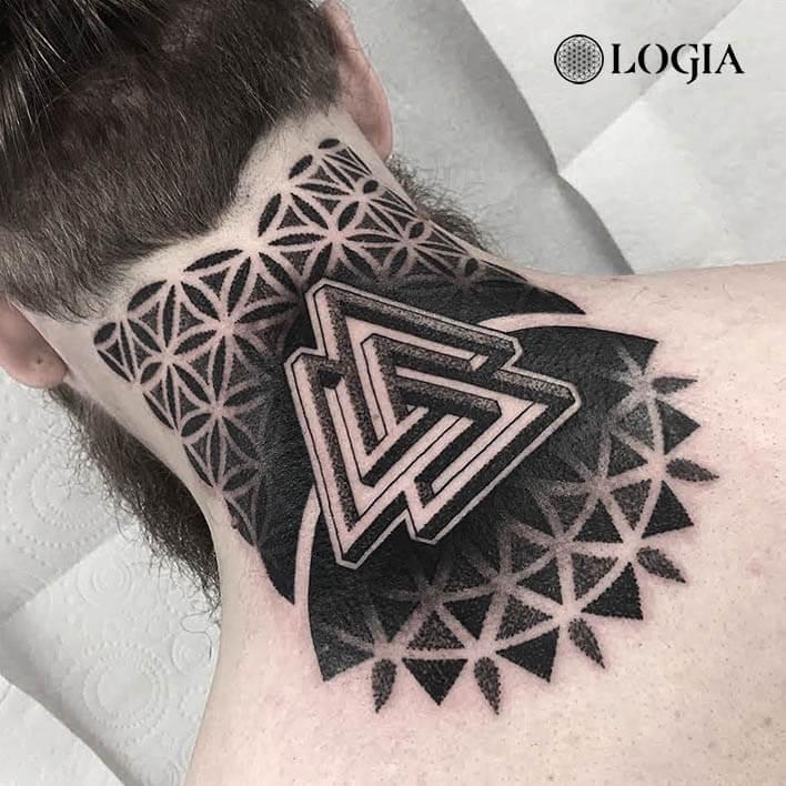 tatuaje cuello geometria logia barcelona dylan sutton