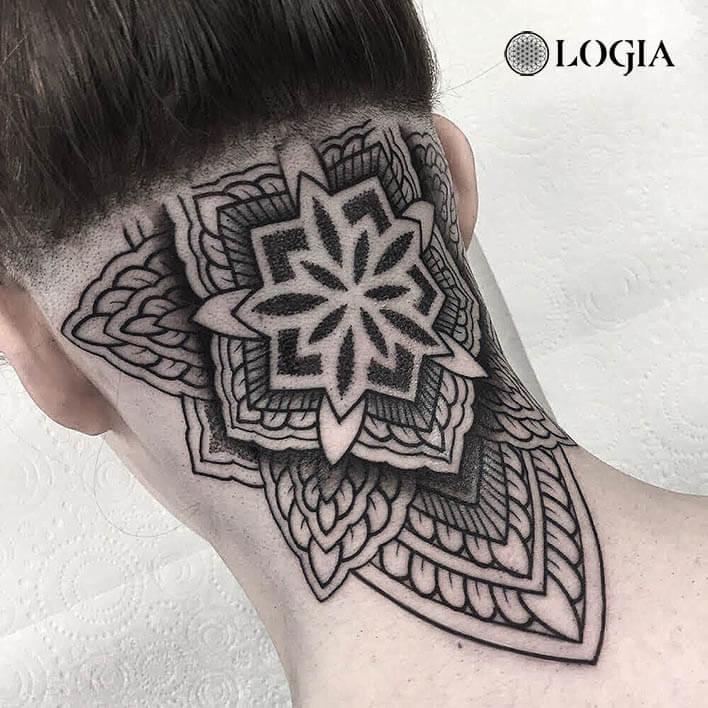 tatuaje mandala cuello logia barcelona