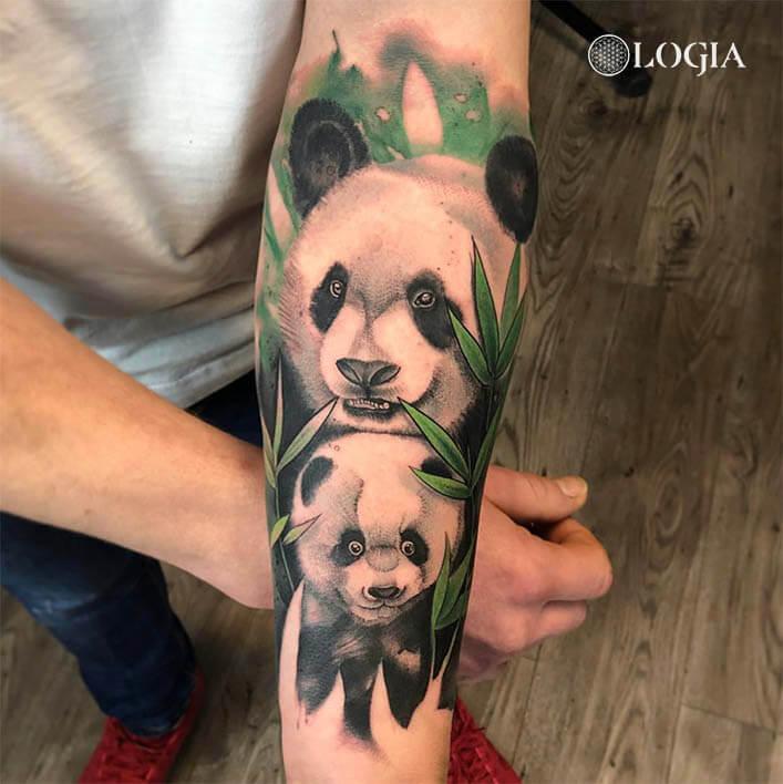 tatuaje antebrazo oso panda logia barcelona rzychu