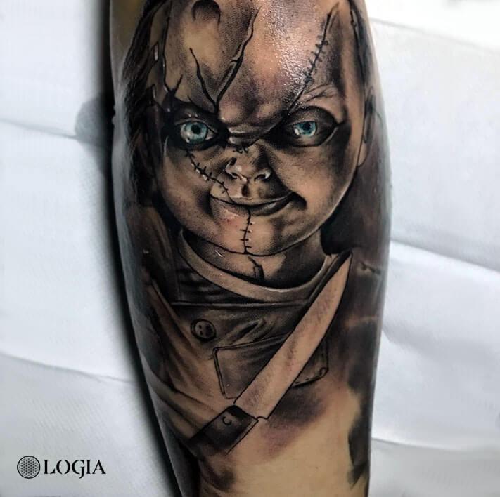 tatuaje brazo chucky logia barcelona Annie Blesok