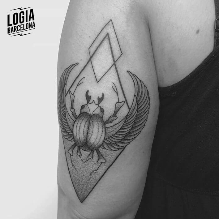 tatuaje brazo escarabajo logia barcelona ferran torre