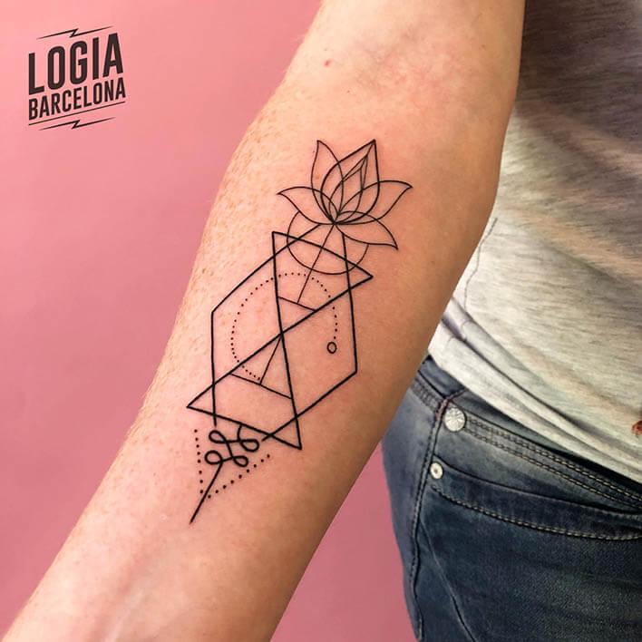 tatuaje brazo flor ferran torre logia barcelona