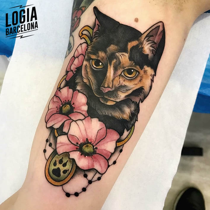 tatuaje brazo gato flores logia tattoo stefano giorgi