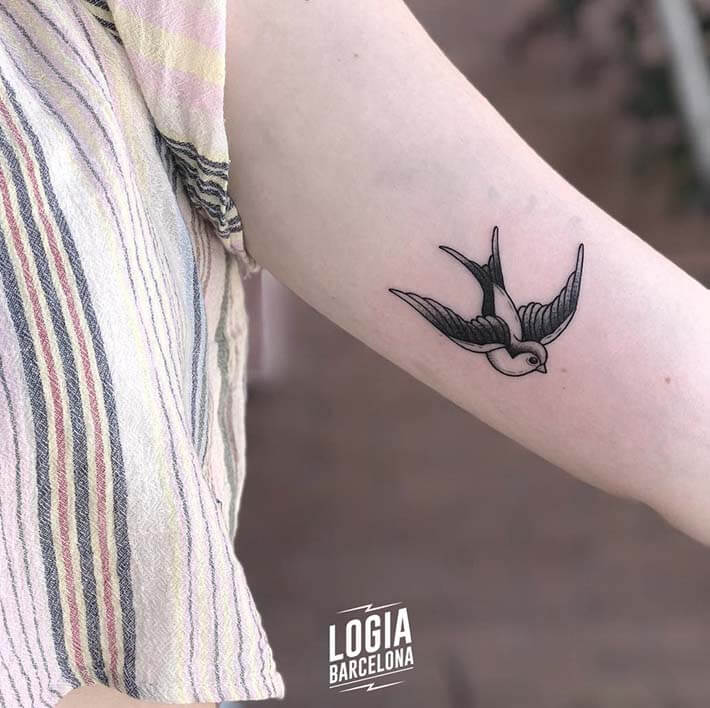 tatuaje antebrazo golondrina ferran torre