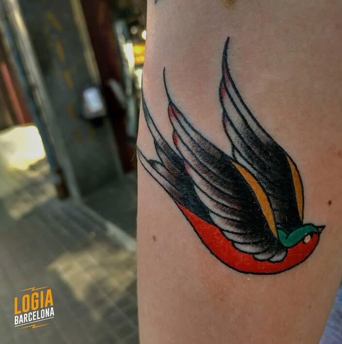 tatuaje brazo golondrina logia barcelona julio herrero