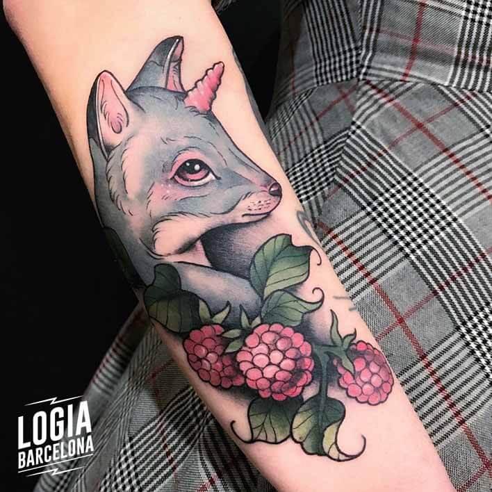 tatuaje antebrazo zorro cuerno flores stefano giorgi