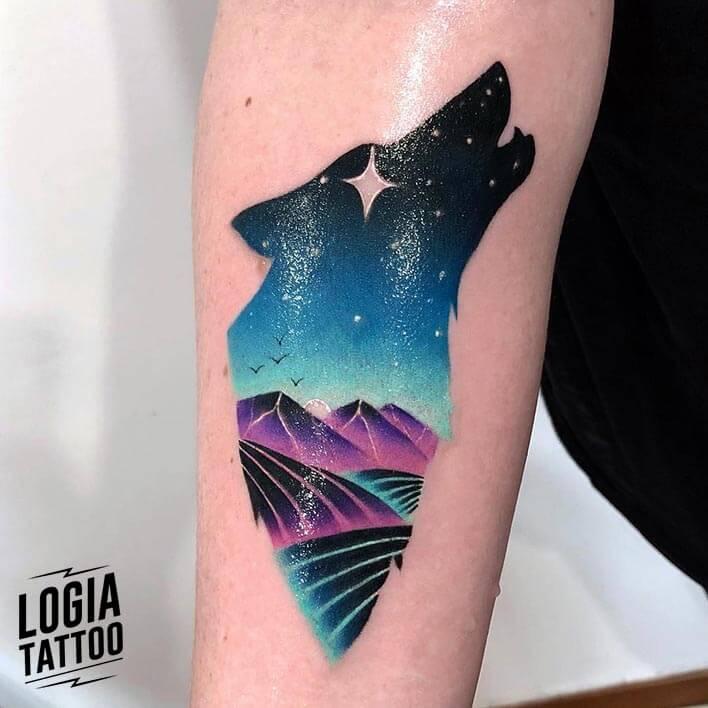 tatuaje doble exposición lobo paisaje brazo logia barcelona daria stahp