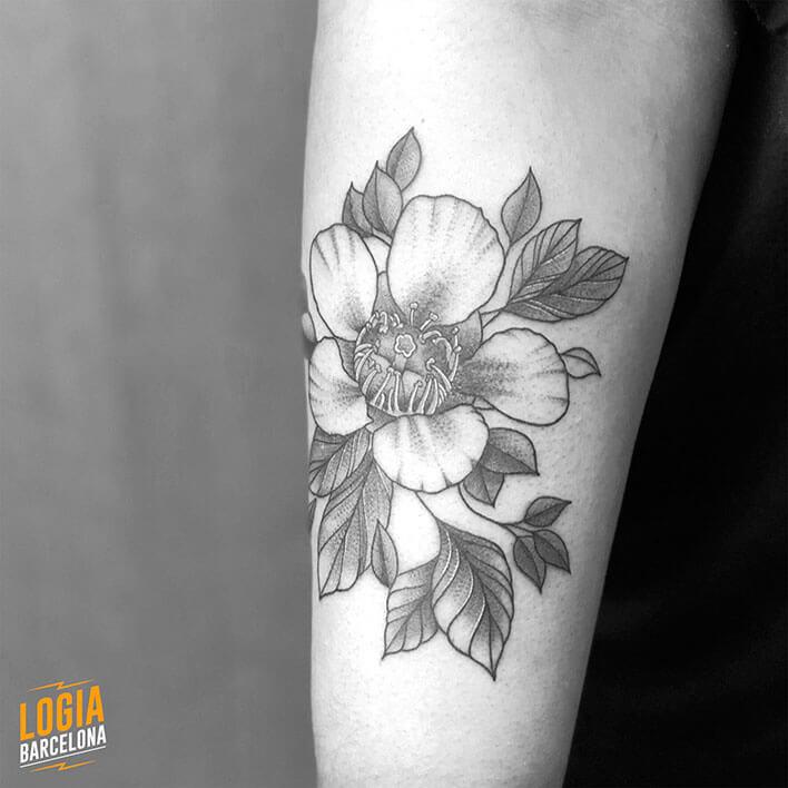 tatuaje flor brazo ferran torre logia barcelona