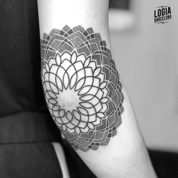 Tattoo Géométrie Elbo Ferran Tour Lodge Barcelona