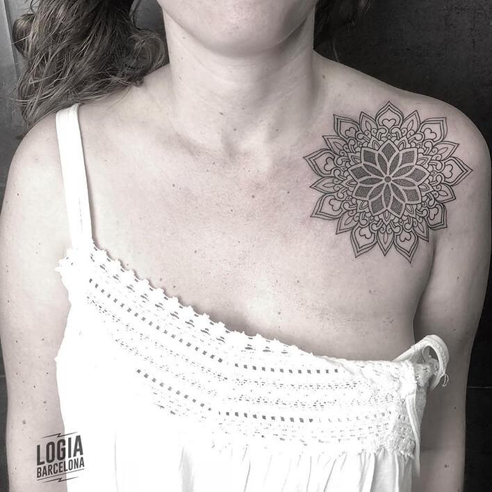 tatuaje geometria hombro ferran torre logia barcelona