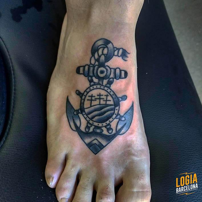 tatuaje pie ancla logia barcelona julio herrero