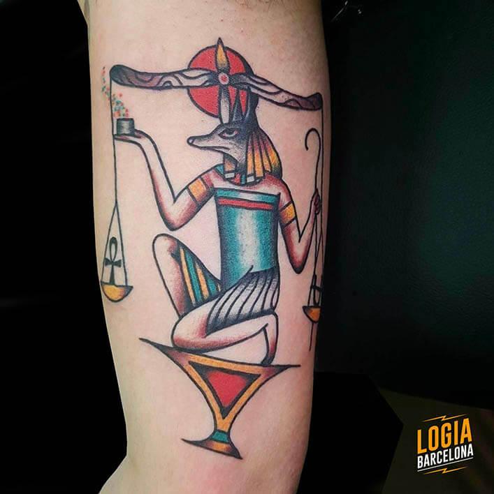 Tattoo anubis egipcio pierna logia barcelona julio herrero