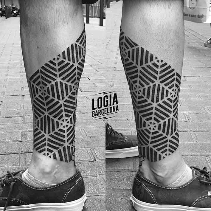 tatuaje piernas geometria ferran torre logia barcelona