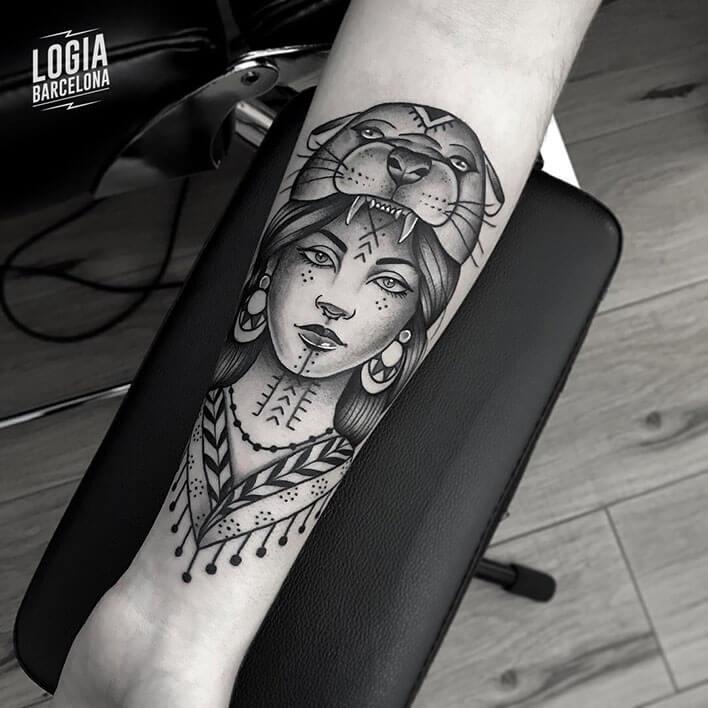 tatuaje antebrazo tradicional mononoke logia barcelona Beve