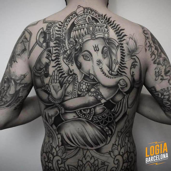 tatuaje espalda ganesha tradicional logia barcelona Beve