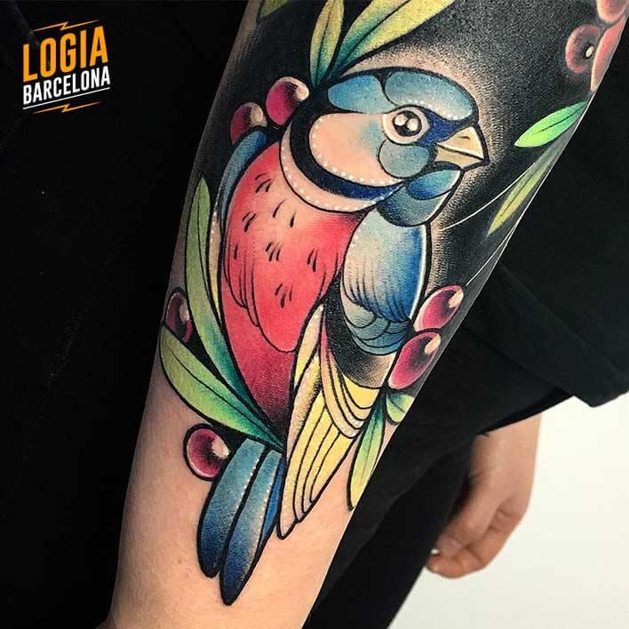 tatuaje pajaro en color Nastia Logia Barcelona