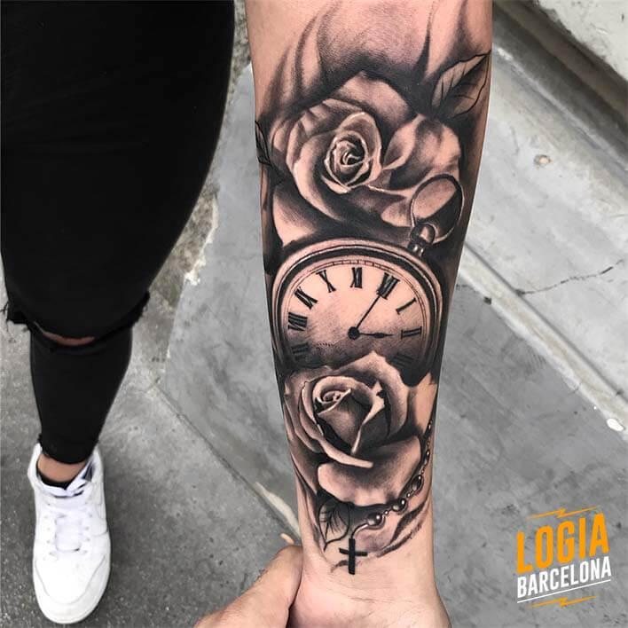 tatuaje_brazo_reloj_rosa_rosario_spiros_befanis_logia_barcelona