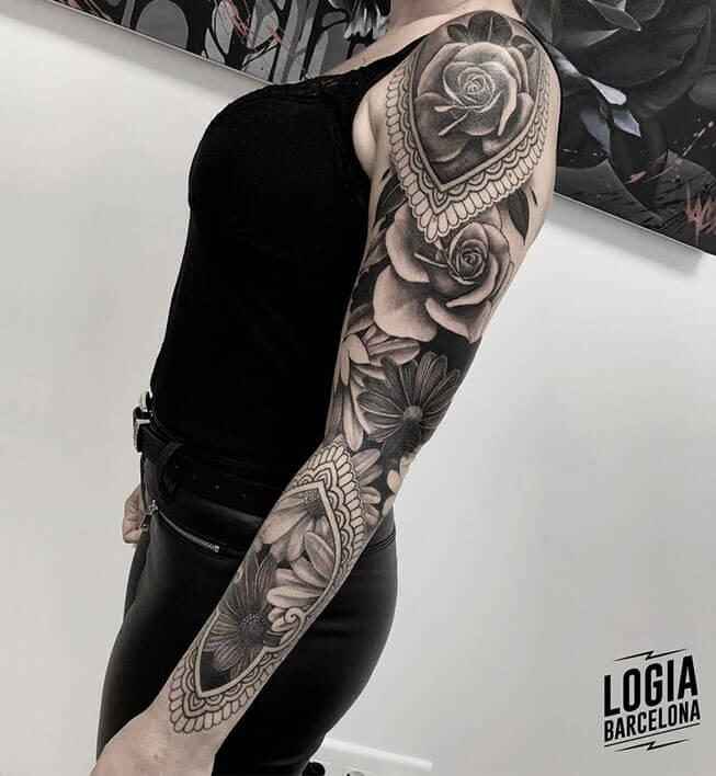 tatuaje rosas en el brazo Logia Barcelona tatuador Jas