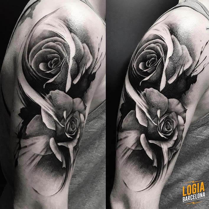 tatuaje_brazo_rosas_Logia_Barcelona_Jas