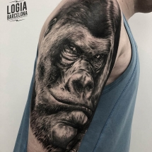 tatuaje_hombro_gorila_Logia_Barcelona_Jas