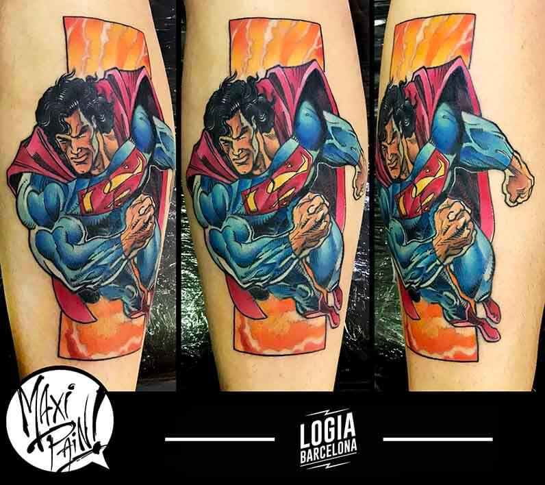 tatuaje en color superman Maxi Paint Logia Barcelona