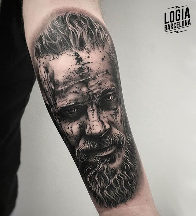tatuaje_brazo_ragnar_lodbrok_vikings_logia_barcelona