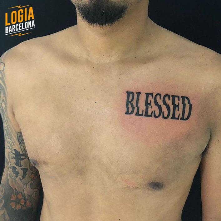 tatuaje lettering pecho parne logia barcelona