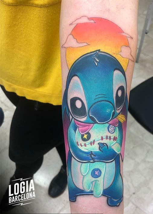 tatuaje_stitch_brazo_yer_tattoo_logia_barcelona