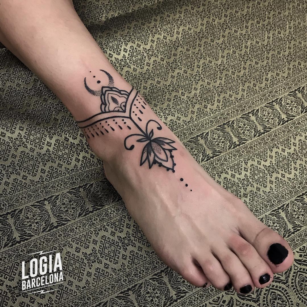 Tatuaje tobillero mujer mandala Flor de Loto Beve Logia Barcelona