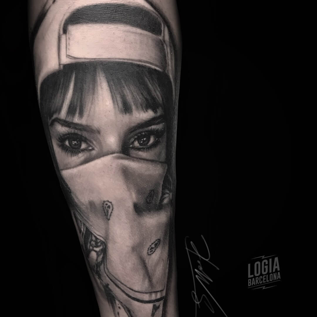 Tatuaje chicano mujer chola bandana Doows Logia Barcelona