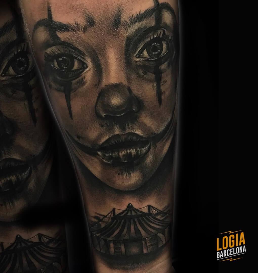 Tatuaje chicano mujer payaso Annie Blesok Logia Barcelona