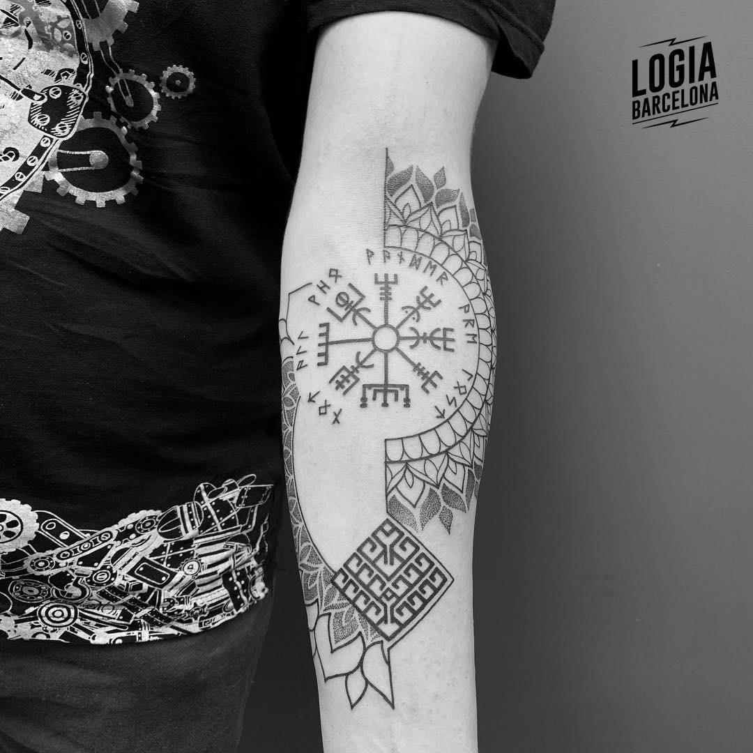 Tatuaje runas vikingas Ferran Torre Logia Barcelona