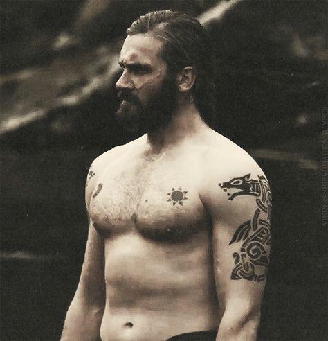 tatuaje vikingo runas rollo vikings