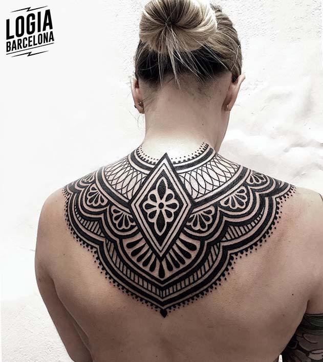 tatuaje espalda mandala Logia Barcelona