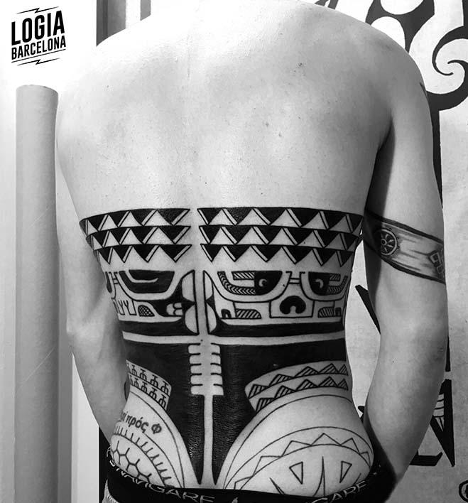 tatuaje_espalda_maori_logia_barcelona