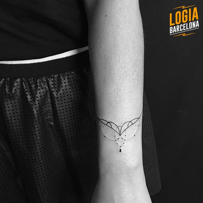 Tatuaje pulsera minimalista atrapasueños mandala Logia Barcelona