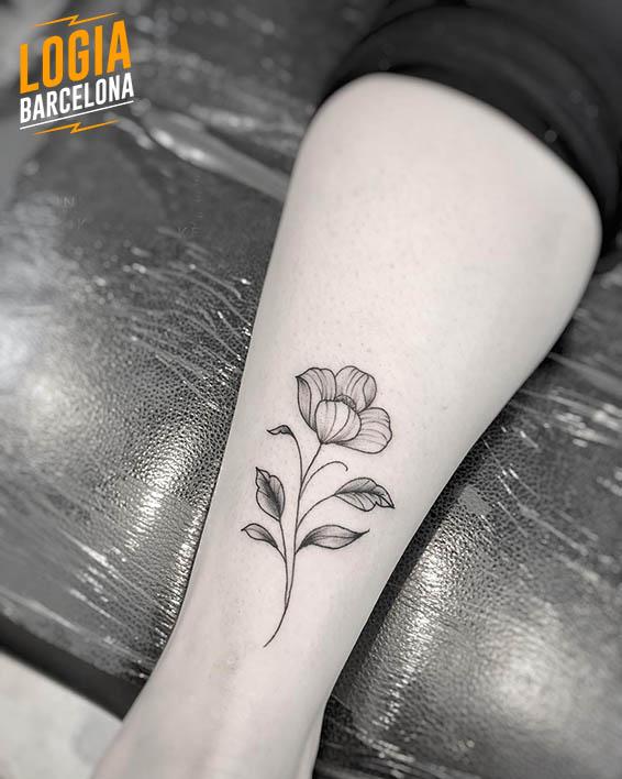 tatuaje pequeño flor Logia Barcelona