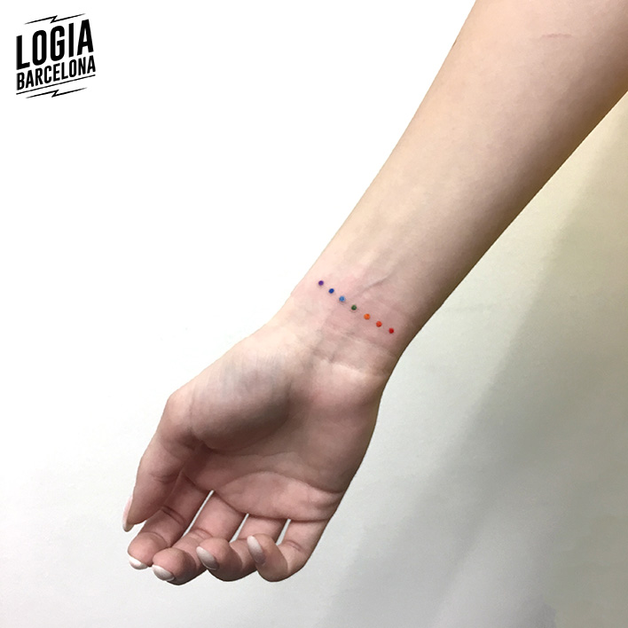 tatuaje simple puntos Logia Barcelona