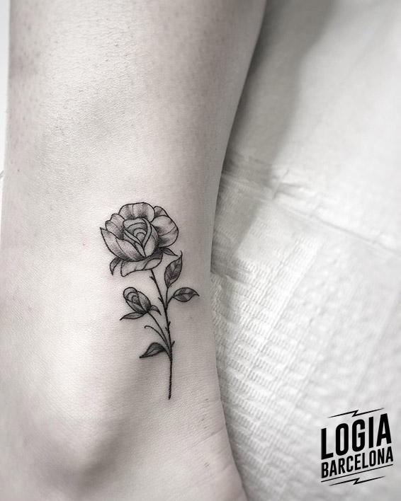 tatuajes_pequeños_rosa_espinas_logia_barcelona