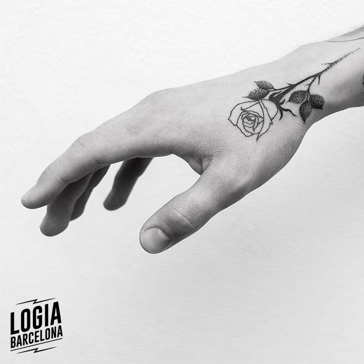 tatuajes_pequeños_rosa_sketch_logia_barcelona