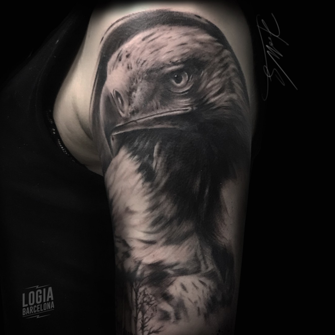 Aguila En La Espalda tatuaje águila | logia tattoo barcelona