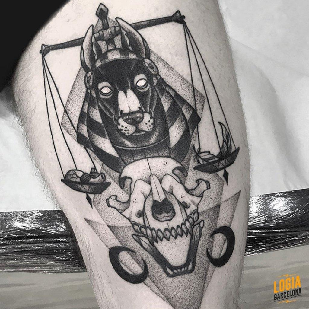 Tatuaje Anubis Blackwork Pepo Errando Logia Barcelona