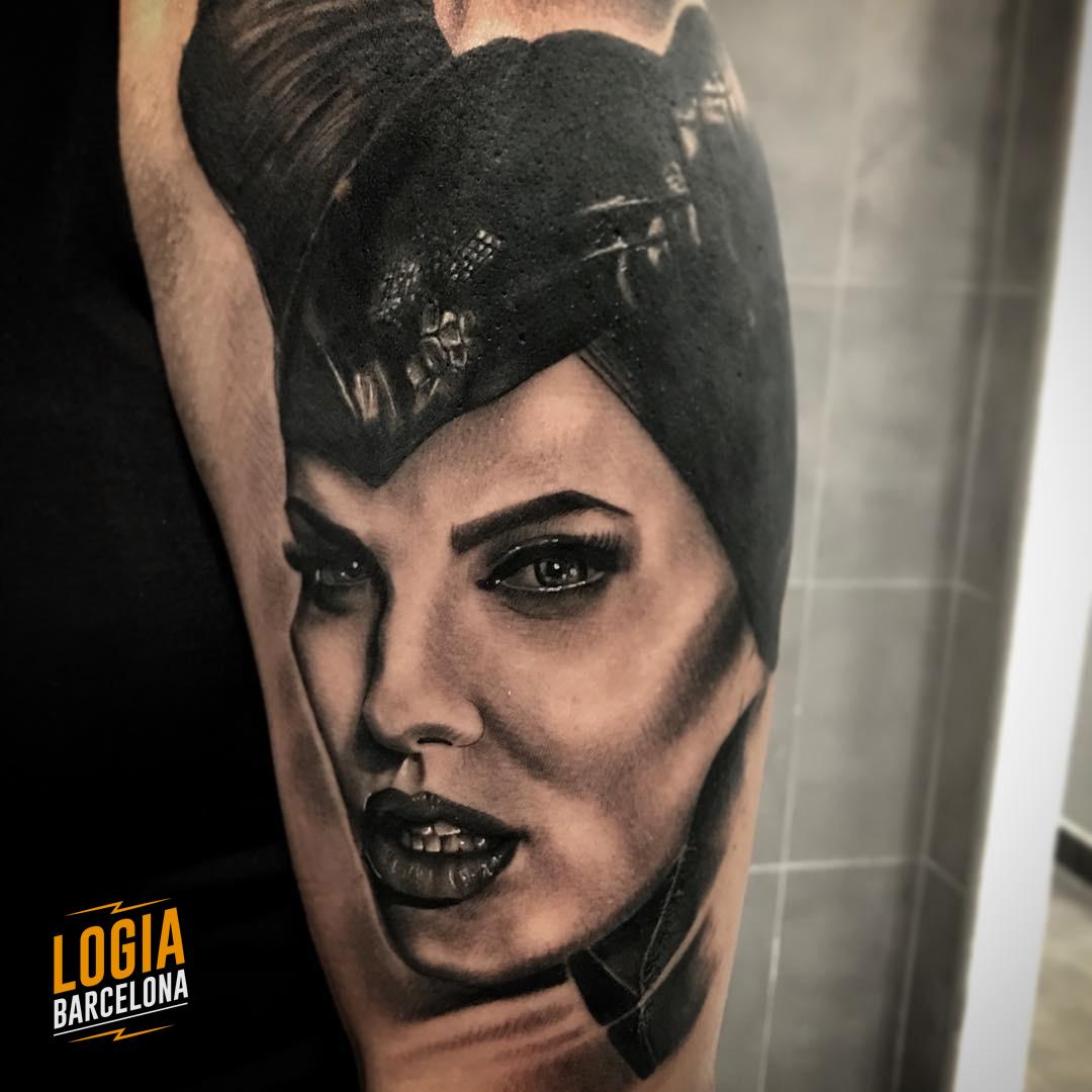 Tatuaje Disney Malefica Angelina Jolie realista Annie Blesok Logia Barcelona
